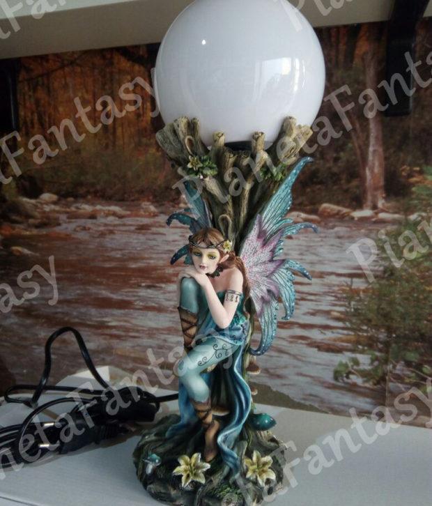 fata-art-042225-con-lampada-les-alpes
